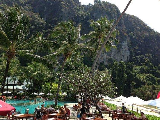 Centara Grand Beach Resort & Villas Krabi: The pool area
