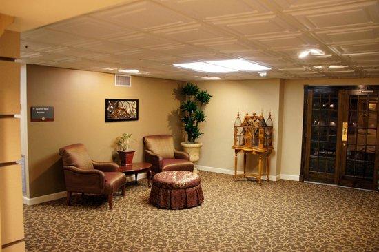 Avenue Plaza Resort: 1st Floor shown to prospective buyers