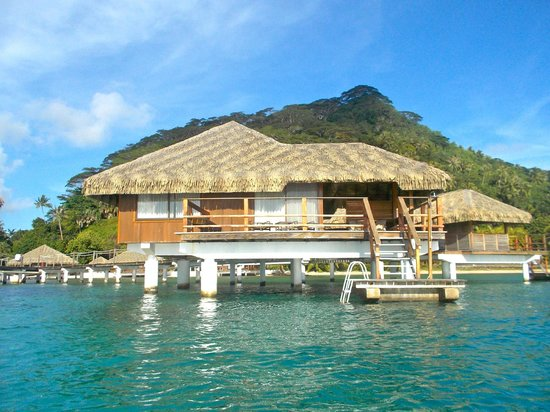 Royal Huahine : An overwater bungalow