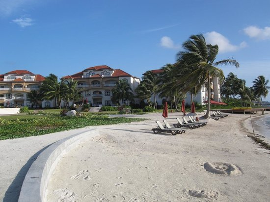 Grand Caribe Belize Resort and Condominiums: by beach