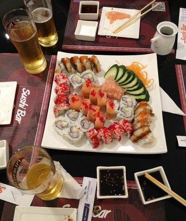 Hotel Howard Johnson Guayaquil: Sushi Bar Restaurant in the lobby