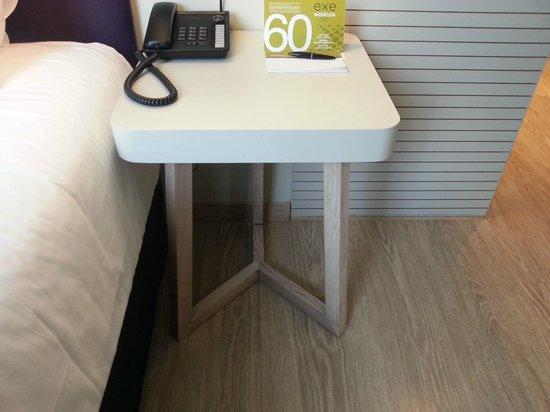 Hotel Exe Moncloa: mesillas cutres