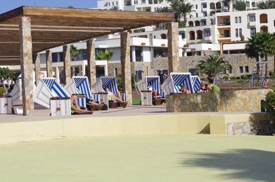 Playitas Hotel: Avslappning vi Plaza Rambla
