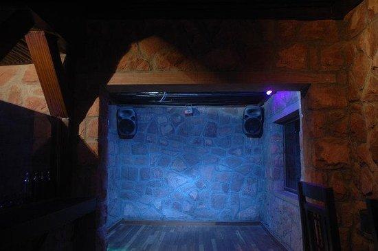 Klay Oven – The Lounge Bar & Hookah Lounge: dancing floor