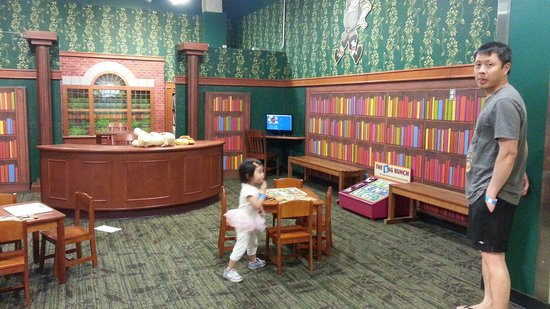 Mississippi Children's Museum: Mini library for the book worms