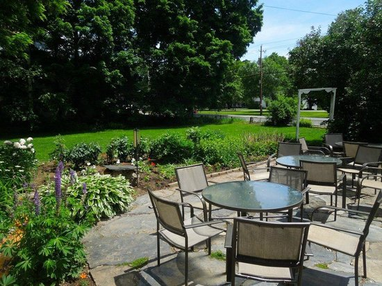 Dowds' Country Inn: The Breakfast Room Patio