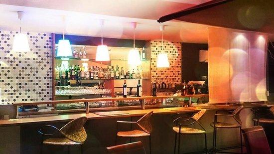 Bar contemporain, vous pouvez y manger - Picture of Melane, Niort ...