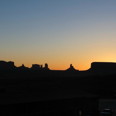Monument Valley Navajo Tribal Park: Sunset