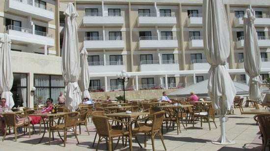 Louis Phaethon Beach : Terrace and Rooms