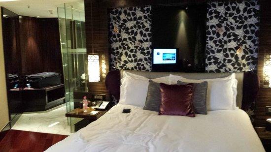 Sofitel Mumbai BKC : cozy bed