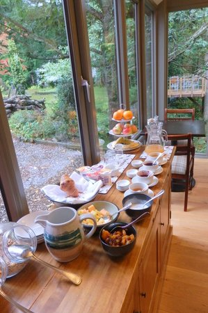 Torrdarach House: Buffet before you order breakfast