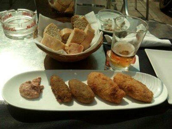 Cervecería ESTIU Bar: Croquetas de champis y setas, croquetas de cecina y queso de cabra