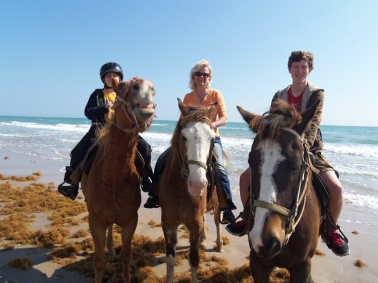 South Padre Island Adventure Park: Guides take family photos for you