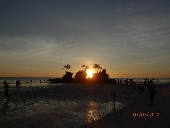 Nigi Nigi Too Beach Resort: Sunset