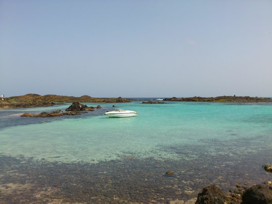 Isla de Lobos: cove at the small settlement