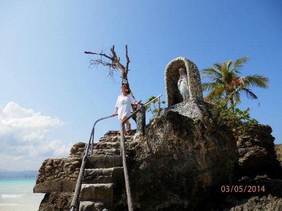 Nigi Nigi Too Beach Resort: Willy's Rock