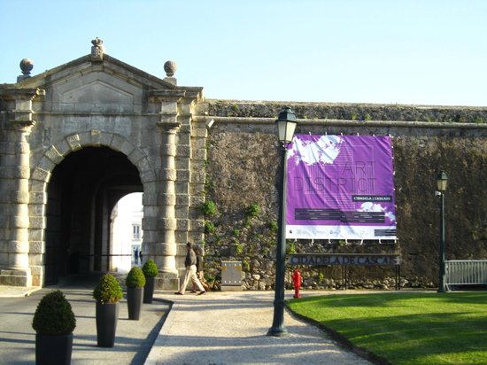 Cascais: Entrance to the fort area