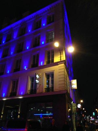 Hôtel Design Secret de Paris : Outside of Secret de Paris