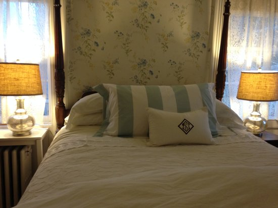 Sherburne Inn: Refreshing Bedding