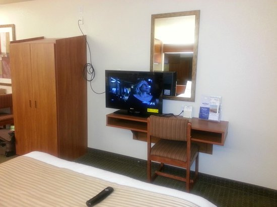 Microtel Inn & Suites by Wyndham Gulf Shores: Nice TV