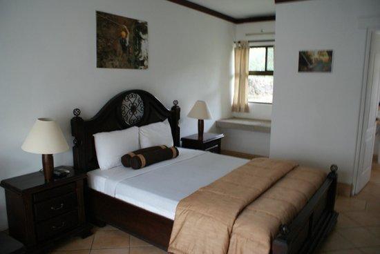 Hacienda Guachipelin : Le lit !
