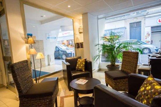 Hotel Athénée Cannes : La réception