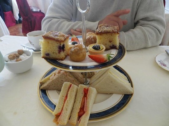 Bleak House Tea Rooms: Sandwiches and cakes
