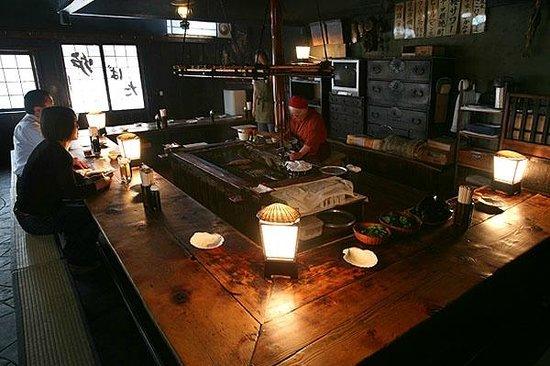 Kushiro Robata : 歴史を感じさせる店内