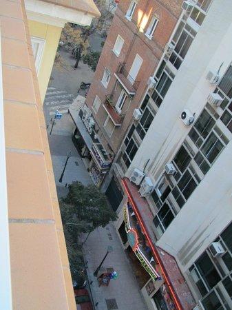 Hotel II Castillas : Вид на улицу с террасы