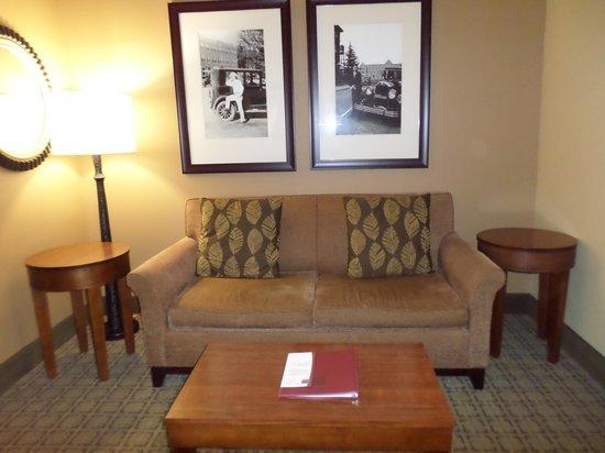 Comfort Suites Starkville: comfort suites lodging room sitting area