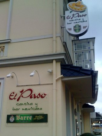 El Paso (cantina y bar mexicano): Вывески ресторана на здании
