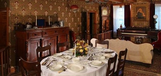Ireland House Museum: 1890s Dining Room