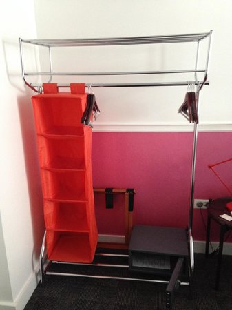 Hôtel Monterosa - Astotel : clothes rack and safe ( notebook size)