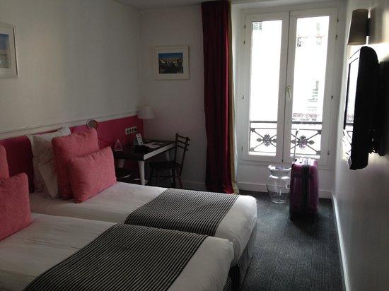 Hôtel Monterosa - Astotel : twin room, desk, flat tv: big enough for 2