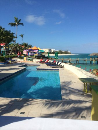 Compass Point Beach Resort : Poolside