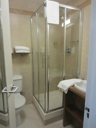 The Central Hotel: Room 205 - Bathroom
