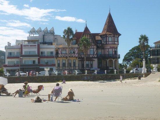 Hotel Colón: Vista del hotel desde la playa