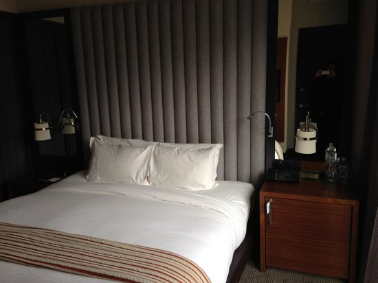 Kimpton Hotel Eventi: nice decor and king bed