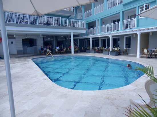 Beaches Ocho Rios Resort & Golf Club : Quiet, smaller pool by the crepes, smoothies and gym.
