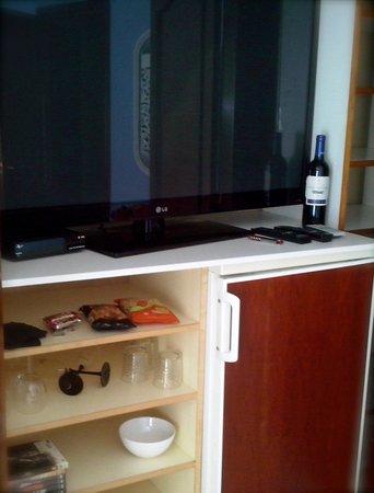El Palacio Malaga: tv chambre mini bar