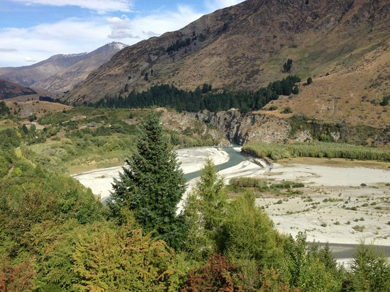 Nugget Point Queenstown Hotel : Shotover River