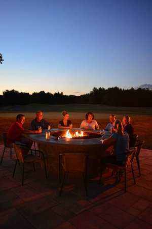 Spring Brook Sports Bar & Grill: Outdoor fire pit not to be missed at dusk!