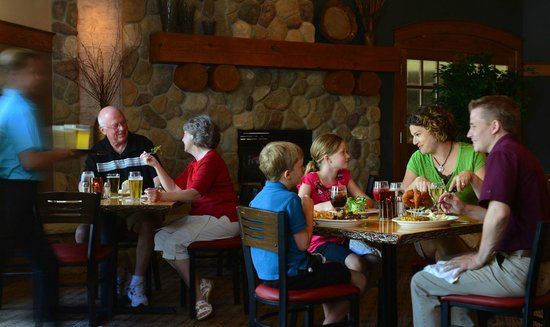Spring Brook Sports Bar & Grill: Family-friendly selections, warm and cozy sports atmosphere