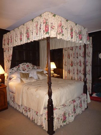 The Spread Eagle Hotel & Spa: Four Poster Bed