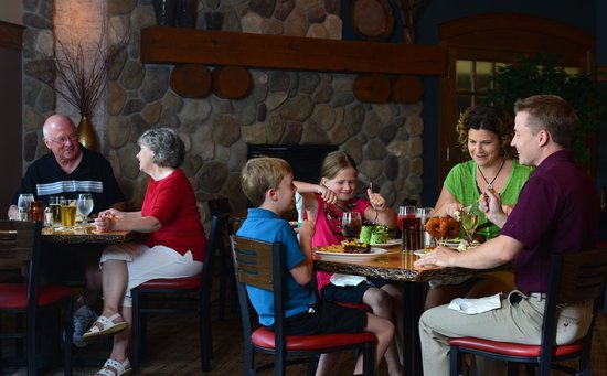Spring Brook Sports Bar & Grill: Family-friendly menu with a cozy sports atmosphere