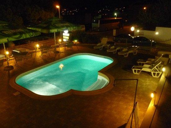 Villa Katarina: Pool at night