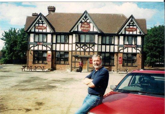 Уэст-Дрейтон, UK: Peggy Bedford Pub before McDonalds Restauarant