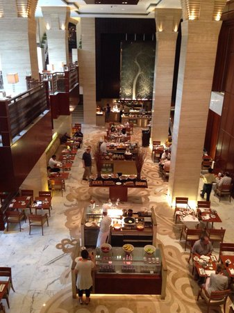 Hyatt Regency Delhi: breakfast area..