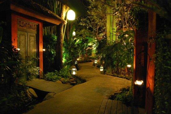 Zazen Boutique Resort & Spa : allée distribuant les chambres
