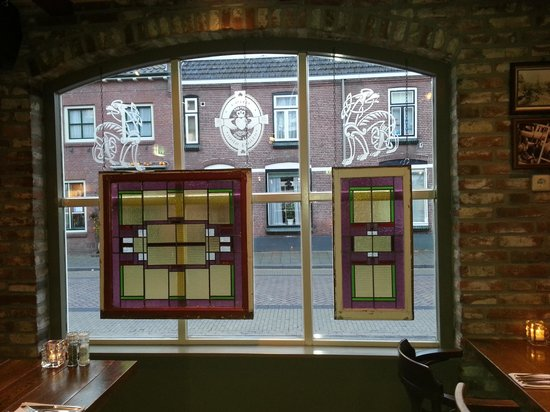 Leuke decoratie voor de raam picture of irish pub the for Decoratie raam